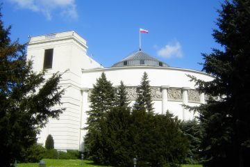 Parlamento Varsovia. Hipotecas en Divisas.
